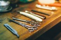 Friseure Schere und Rasierer — Stockfoto