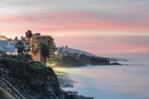 Cliffs and beach at dawn — Stock Photo