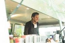 Unternehmer, die Zubereitung von Speisen — Stockfoto