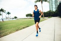 Young man exercising outdoors — Stock Photo