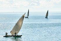 Люди, парусних яхтах море — стокове фото
