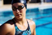 Nageur en piscine cap — Photo de stock