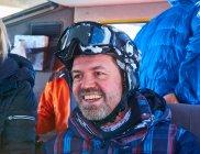 Лижник в снігу тренер — стокове фото