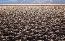 Плоскі сухий бруд краєвид на Badwater басейну — стокове фото
