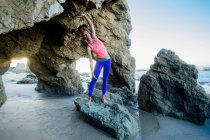 Young woman standing on rocks — Stock Photo