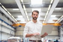 Male engineer in engineering factory — Stock Photo
