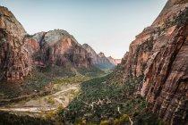 Ángeles aterrizando en el Parque Nacional Zion - foto de stock