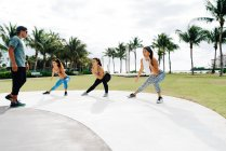 Three women working out with personal trainer — Stock Photo