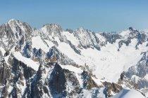 Scena di montagna innevata — Foto stock