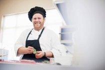 Шеф-кухар на роботі кухні — стокове фото