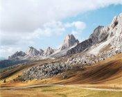 Дорога через горы — стоковое фото