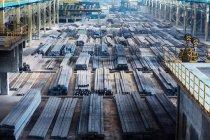 Stahlblöcke auf Produktionsanlage — Stockfoto
