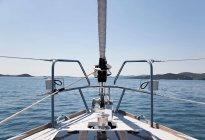 Vue depuis un voilier en plein soleil — Photo de stock