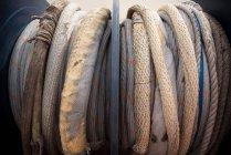 Gros plan du câble de remorquage remorqueur, industrie maritime — Photo de stock