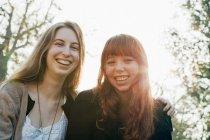 Two teenage girls hugging outdoors — Stock Photo