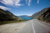 Road winding through mountains — Stock Photo