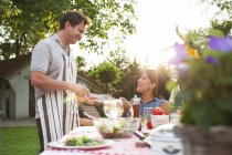 Couple having dinner in garden — Stock Photo