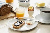 Toast with egg and orange juice — Stock Photo