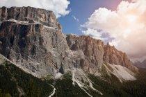 Paesaggio di montagne rocciose — Foto stock