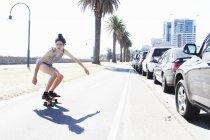 Young woman skateboarding, Port Melbourne, Melbourne, Australia — Stock Photo