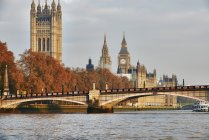 View of Lambeth Bridge, Houses of Parliament and the Thames, London, UK — Stock Photo