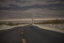 Зменшення подання дороги розтягування Долина смерті — стокове фото