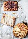 Tartes aux fruits cuits en papier ciré — Photo de stock