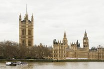 Observing view of Houses of parliament london — Stock Photo