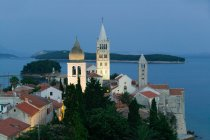 Аэрофотоснимок церквей на острове Раб, Хорватия — стоковое фото