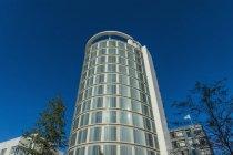 Vista dal basso dell'edificio per uffici, Amburgo, Germania — Foto stock