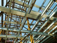 Building roof under construction with blue sky on background — Stock Photo