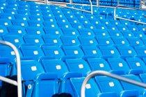 Asientos azul vacíos - foto de stock