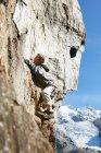 Man rock climbing, Chamonix, Haute Savoie, France — стокове фото