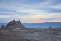 Vue de Trona Pinnacles à l'aube — Photo de stock