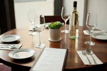 Close up of Table setting in restaurant — Stock Photo
