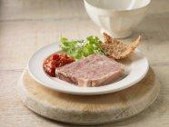 Terrina di maiale con salsa chutney — Foto stock