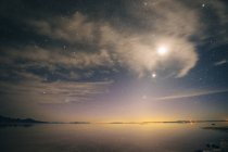 Full moon and starry evening sky — Stock Photo