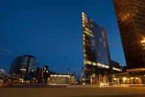 Veiw de Potsdamer platz durante la noche, Berlín, Alemania - foto de stock