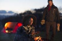 Couple toasting marshmallows at camp, Isle of Skye, Scotland — Stock Photo