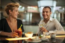 Couple having drinks at bar — Stock Photo