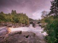 Paisaje y río escoc - foto de stock