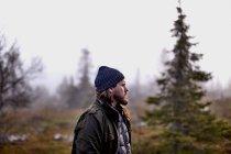 Турист в парку, Sarkitunturi, тихий, Фінляндія — стокове фото