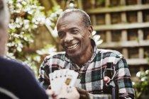 Старшие игроки в карты — стоковое фото