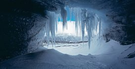 Icicles hanging at mouth of cave — Stock Photo