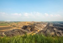 Mina de carvão a céu aberto de brown — Fotografia de Stock