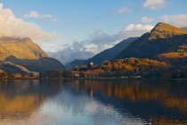 Llyn Padarn lake and mountains in autumn, Snowdonia, North Wales — Stock Photo