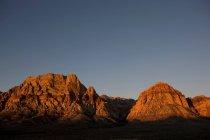 Горы в свет восхода солнца — стоковое фото