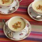 Pastinaken-Suppe in Teetassen — Stockfoto