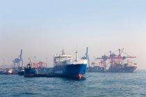 Контейнерный терминал порта Хайдарпаса, Стамбул, Турция — стоковое фото