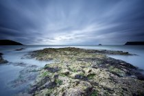 Rocas en la playa de Greenaway - foto de stock